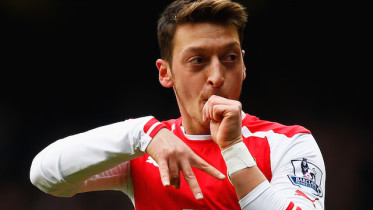 LONDON, ENGLAND - FEBRUARY 07: Mesut Oezil of Arsenal celebrates scoring the opening goal during the Barclays Premier League match between Tottenham Hotspur and Arsenal at White Hart Lane on February 7, 2015 in London, England.  (Photo by Clive Rose/Getty Images)