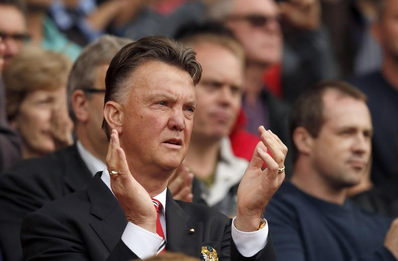 "Manchester United's manager Louis Van Gaal applauds his team during their English Premier League soccer match against Queens Park Rangers at Old Trafford in Manchester, northern England September 14, 2014.  REUTERS/Andrew Yates   (BRITAIN - Tags: SPORT SOCCER) NO USE WITH UNAUTHORIZED AUDIO, VIDEO, DATA, FIXTURE LISTS, CLUB/LEAGUE LOGOS OR ""LIVE"" SERVICES. ONLINE IN-MATCH USE LIMITED TO 45 IMAGES, NO VIDEO EMULATION. NO USE IN BETTING, GAMES OR SINGLE CLUB/LEAGUE/PLAYER PUBLICATIONS. FOR EDITORIAL USE ONLY. NOT FOR SALE FOR MARKETING OR ADVERTISING CAMPAIGNS"